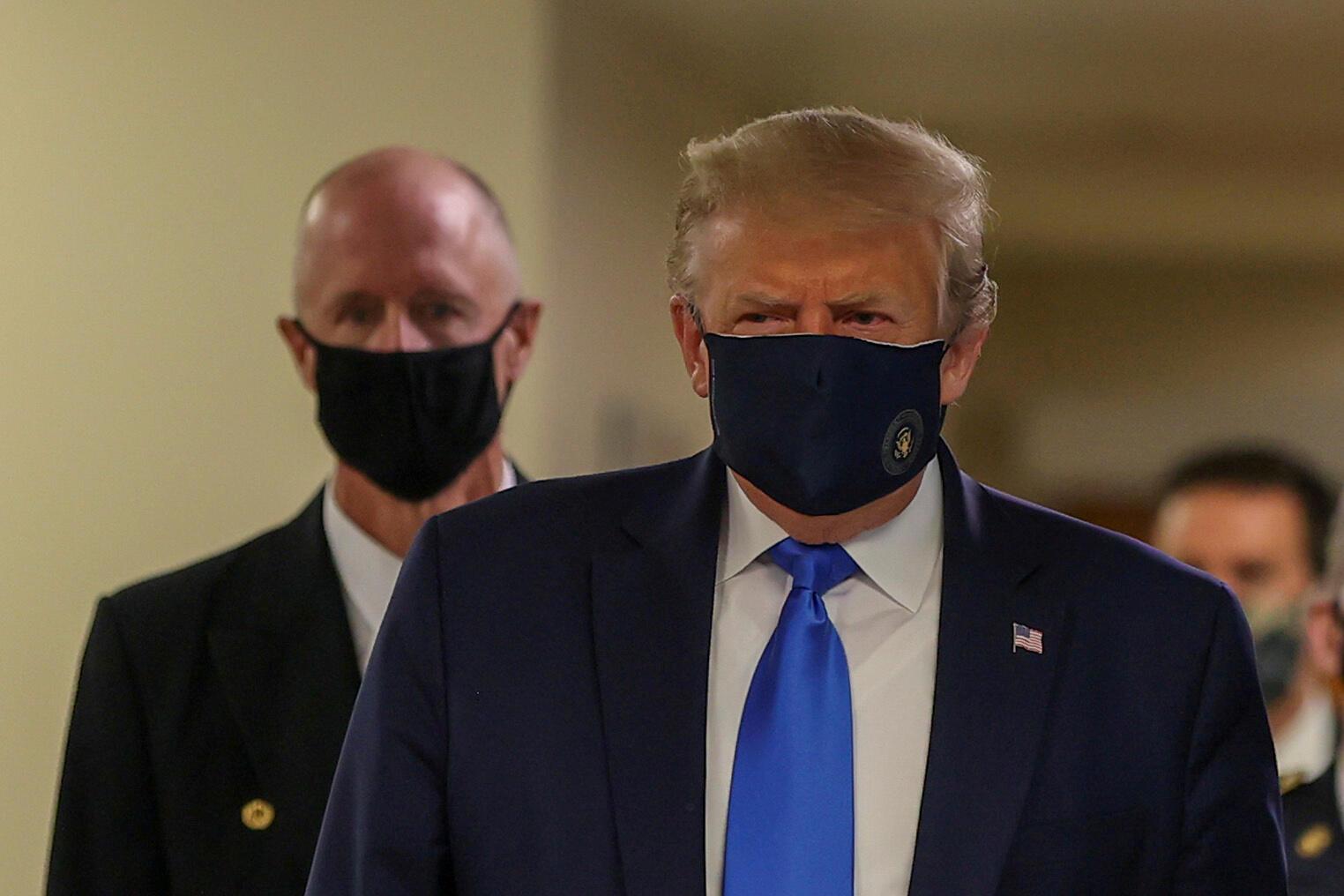 Lors d'une visite dans un hôpital militaire près de Washington, le président Trump a été vu pour la première fois masqué, le 11 juillet 2020.