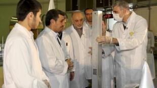 O presidente iraniano Mahmoud Ahmadinejad durante a cerimônia de inauguração dos novos projetos nucleares iranianos nesta quarta-feira.