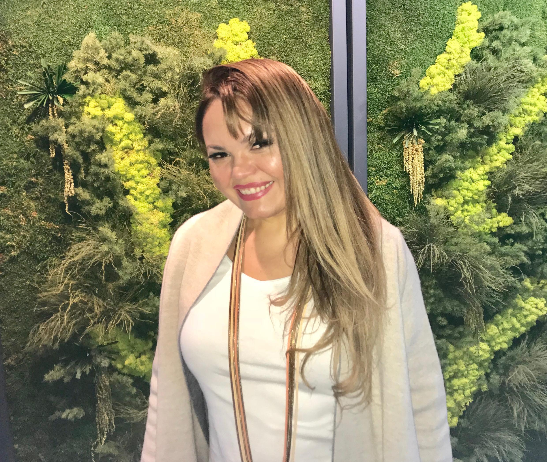 """Anna Torres: lançando """"Voilà Paris!"""" no dia 3 de janeiro."""