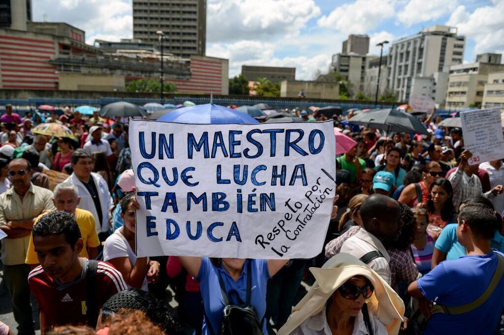 Manifestation de professeurs devant le ministère de l'Éducation, à Caracas, le 14 novembre 2018. (Photo d'illustration)