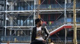 Videasta angolano Binelde Hyrcan no Centro Nacional de Arte e Cultura Georges Pompidou