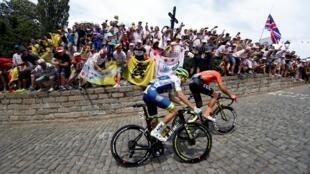 Los ciclistas Greg Van Avermaet y Xandro Meurisse de Bélgica en la primera etapa del Tour de Francia 2019