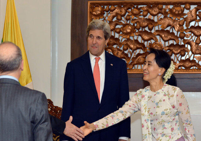 Ngoại trưởng Miến Điện Aung San Suu Kyi tiếp đồng nhiệm Mỹ John Kerry, Naypyitaw, 22/05/2016.