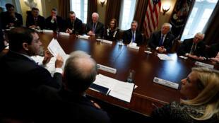 Các đại diện hai đảng Cộng Hòa và Dân Chủ được tổng thống mời họp tại Nhà Trắng để nge ông trình bày về vấn đề nhập cư, ngày 09/01/2018.
