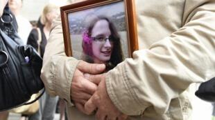Портрет убитой Софи Лионе на церемонии прощания, которая прошла в церкви французского города Санс 06.06.2018