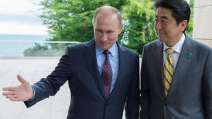 Russian President Vladimir Putin (L) shows Japanese Prime Minister Shinzo Abe the way during a meeting at the Bocharov Ruchei state residence in Sochi, Russia, May 6, 2016.