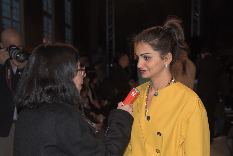 La actriz y cineasta, Ahd Kamel, en entrevista a RFI durante el desfile de la diseñadora Kristina Fidelskaya. París, 4 de marzo de 2018.