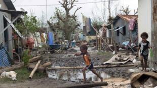 Au Vanuatu, l'un des pays les plus pauvres au monde, le cyclone Pam a rasé des villages entiers.