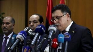 លោកនាយករដ្ឋមន្រ្តីលីប៊ី Fayed el-Sarraj (រូបស្តាំ)