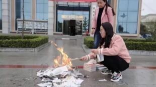 甘肅鎮遠圖書館銷毀圖書引發譴責