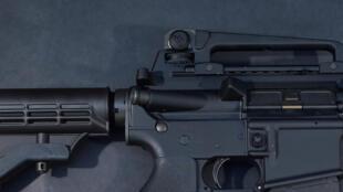 Omar Mateen a utilisé un fusil d'assaut de type AR 15 (photo), une arme initialement destinée aux forces de l'ordre, mais aujourd'hui en vente libre depuis les années 60 aux Etats-Unis.