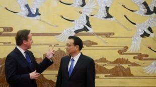 O premiê britânico David Cameron e o chefe de governo chinês, Li Kegiang
