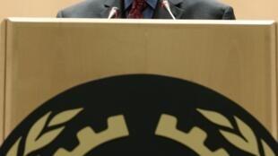 O diretor-geral da OIT, Juan Somavia, discursa na abertura da Conferência Mundial dedicada à questão do trabalho.