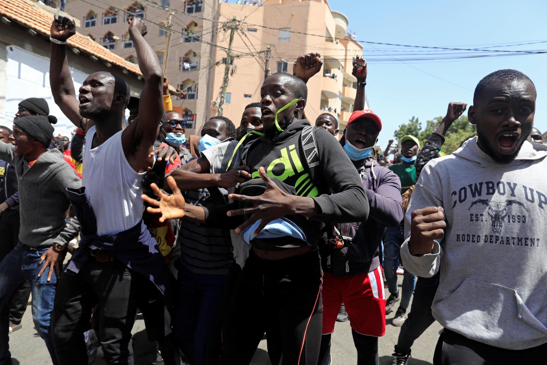 Ousmane sonko supporters dakar sénégal