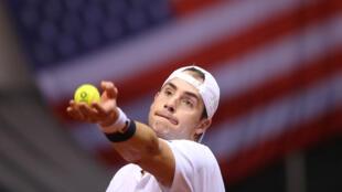 John Isner (Etats-Unis) vs Dusan Lajovic (Serbie), Coupe Davis, 2 février 2018.
