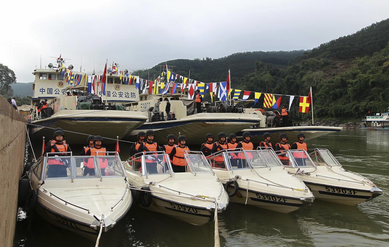 Cảnh sát võ trang Trung Quốc chuẩn bị chuyến tuần tra chung đầu tiên trên sông Mêkông, cảng Quan Lũy, Vân Nam. Ảnh tư liệu ngày 09/12/2011