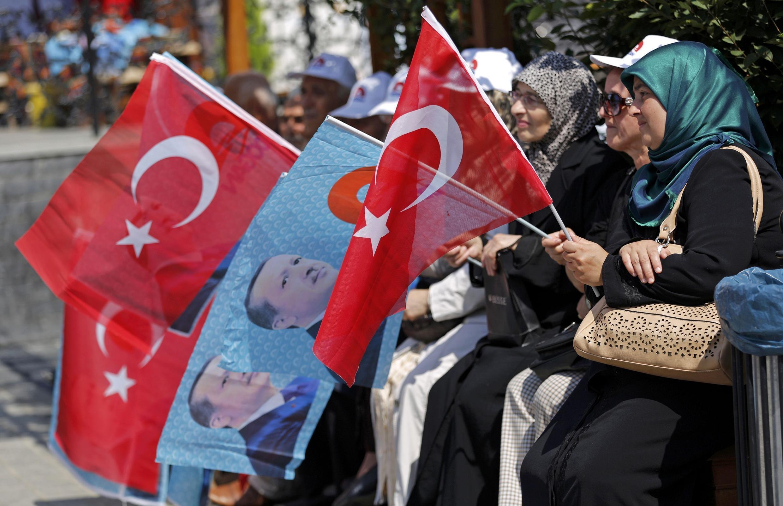 Mít tinh người ủng hộ ứng cử viên tổng thống Tayyip Erdogan, ở Istanbul, Thổ Nhĩ Kỳ, ngày 08/08/2014.