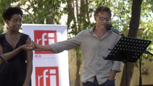 «Tram 83» de Fiston Mwanza Mujila, présenté le 17 juillet lors de la 5e édition des lectures RFI « Ça va, ça va le monde ! » au Festival d'Avignon. Ici avec Astrid Bayiha et Christophe Grégoire. Adaptation et mise en scène : Julie Kretzschmar.