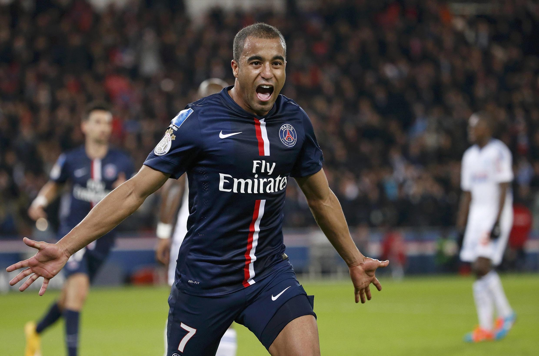 PSG vence Olympique de Marselha com gols de Lucas Moura e Edinson Cavani.
