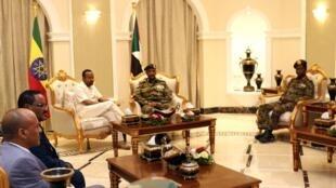 Waziri Mkuu wa Ethiiopia  Abiy Ahmed alipokutana na viongozi wa kijeshi