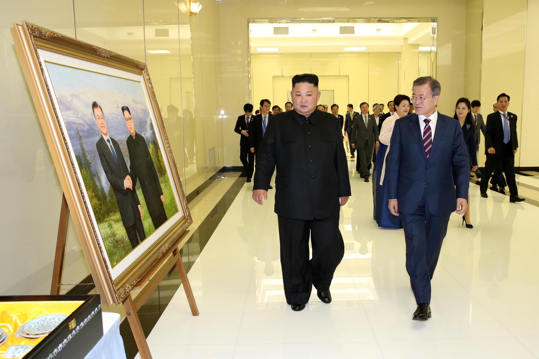 Kim Jong-un et Moon Jae-in, peu avant leur banquet placé sous le signe de la réunification, le 18 septembre 2018 à Pyongyang.