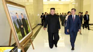 Kim Jong-un (T) và Moon Jae-in, tại Bình Nhưỡng, ngày 18/09/2018