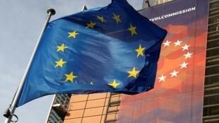 Cờ Liên Hiệp Châu Âu bên ngoài trụ sở Ủy Ban Châu Âu, Bruxelles, Bỉ.