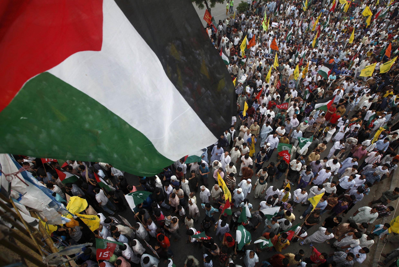 Celebrações do Dia de Al Qods também foram solidárias ao povo palestino em Karachi, no Paquistão, nesta sexta-feira (25).