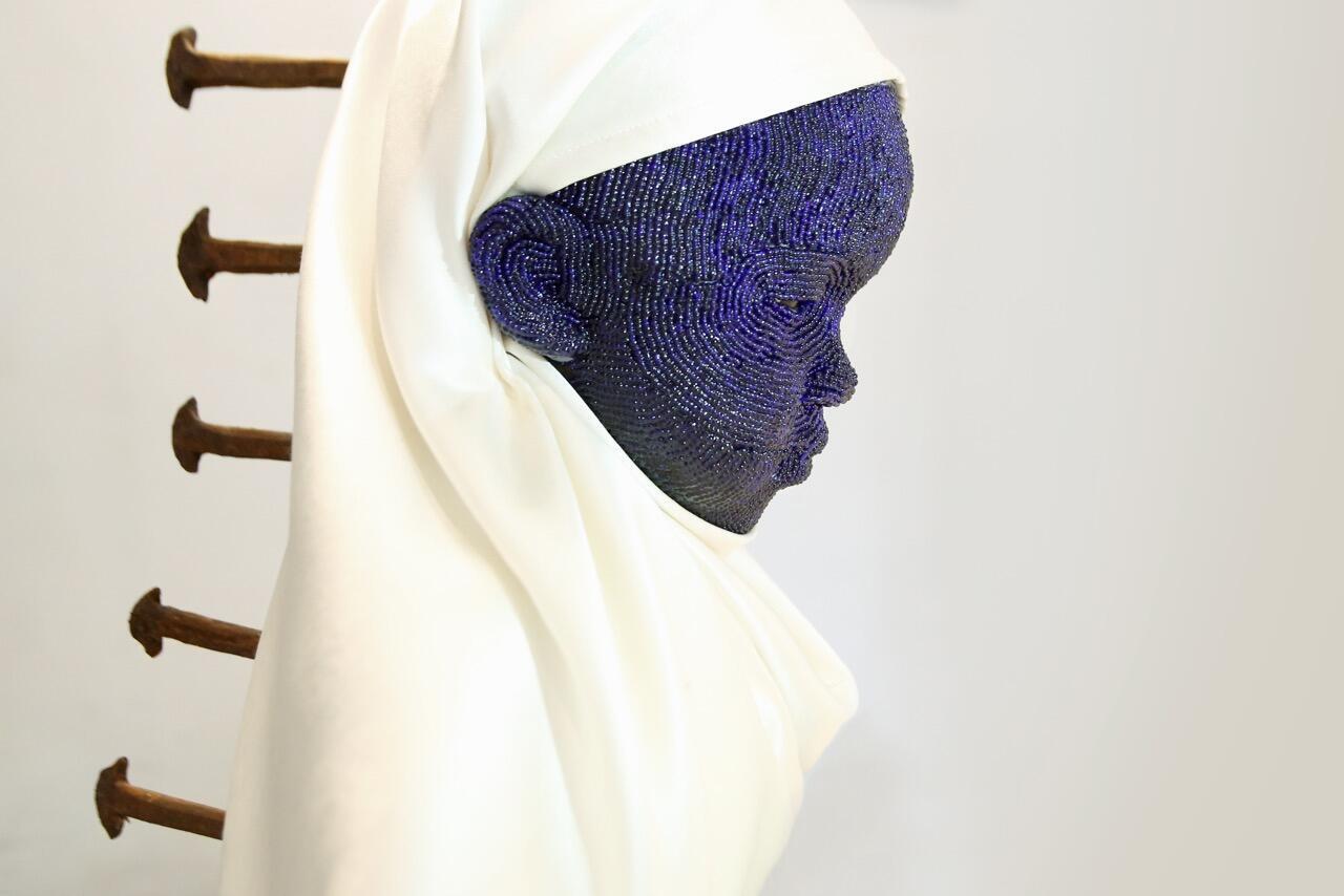 Orant #1, une sculpture de Beya Gille Gacha acquise par le Musée Smithsonian à Washington.