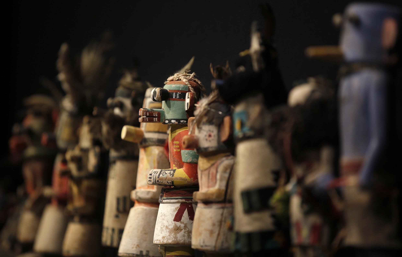 Muñecas Kachina talladas por los hopis.