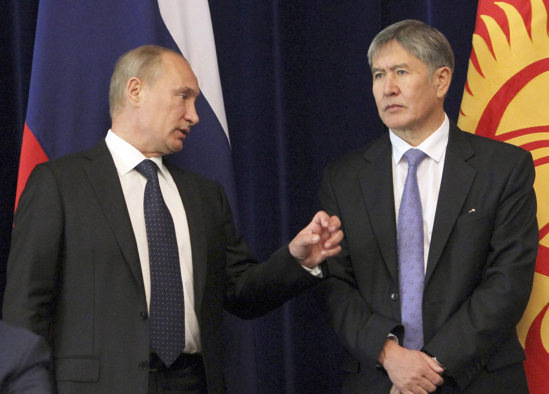Tổng thống  Nga Vladimir Puutin và người đồng sự Kyrgyzstan Almazbek Atambaiev, ngày 20/9/2012 tại Bichkek.