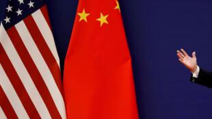 Ảnh minh họa : Cờ Mỹ và Trung Quốc nhân phát biểu của ông Trump tại Bắc Kinh, ngày 9/11/2017.