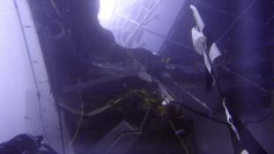 Пробоина в борту лайнера Costa Concordia, 16 января 2012 года