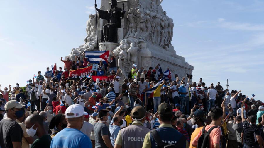 古巴罕见全国大规模示威 说追求自由不再害怕 古巴罕见全国大规模示威 说追求自由不再害怕