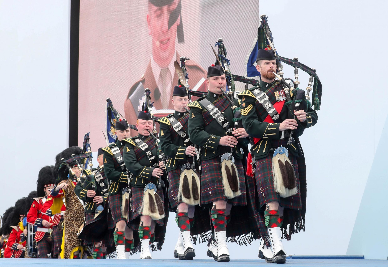 Музыканты 4-го королевского Шотландского полка на церемонии 5 июня 2019