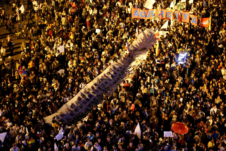 Les partisans du «oui» au référendum sont descendus manifester place Bolivar, à Bogota, le 12 octobre 2016.
