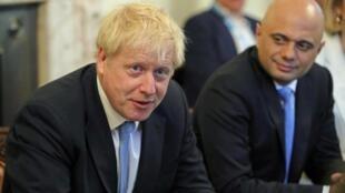 Primeiro-ministro britânico, Boris Johnson, e o equivalente a ministro da Economia, Sajid Javid, que se encontrou recentemente com o brasileiro Paulo Guedes, durante o Fórum Econômico de Davos. (Foto de 25/07/2019)