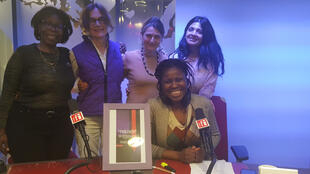 De gauche à droite, Marie-Rose Abomo-Maurin, Bettina de Cosnac, Sylvie le Clech, Miniya Chatterji et Kpénahi Traoré.