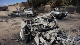 Des camionnettes d'Aqmi touchées par la frappe aérienne française à Diabaly.