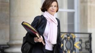 La ministra francesa de Defensa, Florence Parly, sale del Palacio del Elíseo, en París, el 13 de mayo de 2020