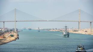 2021-04-03T102214Z_244143485_RC2AOM9ILBFF_RTRMADP_3_EGYPT-SUEZCANAL-SHIP-US-NAVY