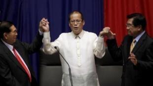 "Lawmakers proclaim Senator Benigno ""NoyNoy"" Aquino III as the 15th President of the Philippines at the House of Representatives"