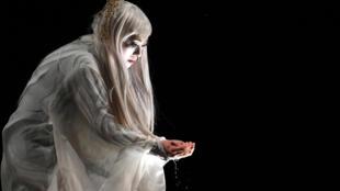 C'est l'actrice japonaise Micari qui a interprété le personnage d'Antigone dans la pièce de Sophocle qui a fait l'ouverture, jeudi 6 juillet, de la 71e édition du Festival d'Avignon.