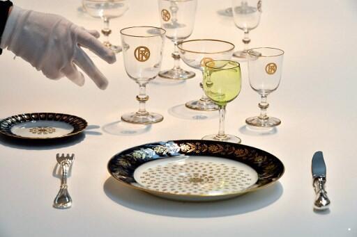 Conjunto de pratos usados para um jantar oficial do rei Edouard VII em 1903 no Palácio do Eliceu.