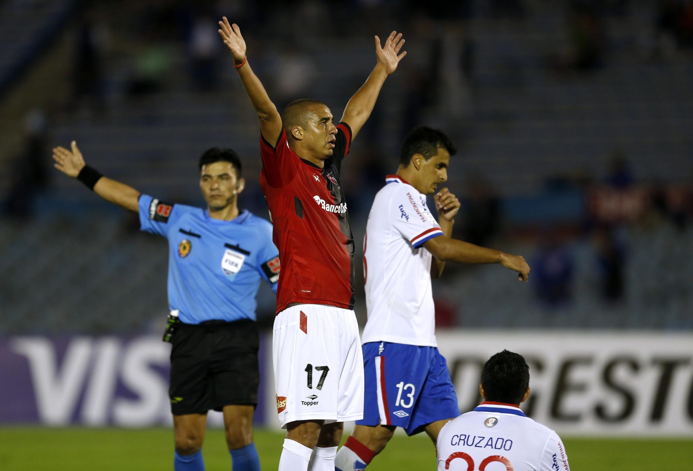 La violencia en el fútbol fue lo que desencadenó la medida de Mujica que se conoció el jueves pasado, un día después que tuvieran lugar violentos incidentes al final del encuentro entre Nacional y el argentino Newell's Old Boys por la Copa Libertadores.
