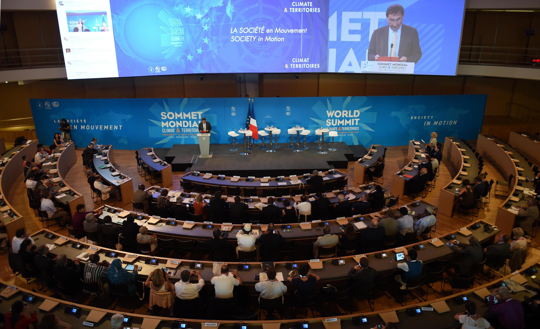 Pendant deux jours, ONG, syndicats et collectivités du monde entier se réunissent à Lyon pour faire entendre leur voix dans la lutte contre le réchauffement climatique.