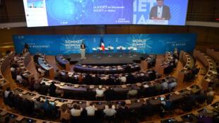 Au début du mois de juillet, pendant deux jours, ONG, syndicats et collectivités du monde entier se réunissent à Lyon pour faire entendre leur voix dans la lutte contre le réchauffement climatique.