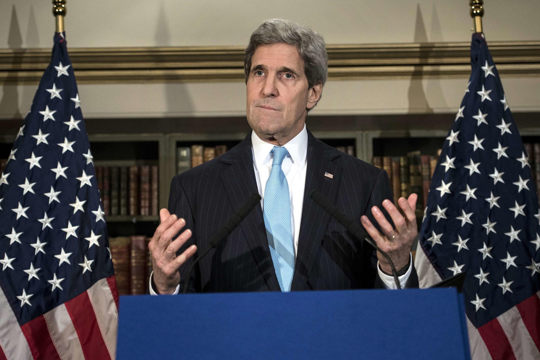 Ngoại trưởng Mỹ John Kerry phát biểu trong buổi họp báo tại Luân Đôn sau khi hội đàm với đồng nhiệm Nga Serguei Lavrov  về hồ sơ Ukraina. Ảnh chụp  ngày 14/03/2014