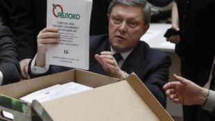 Григорий Явлинский в ходе избирательной кампании 2012 года