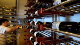 Rượu vang nhập từ Mỹ tại cửa hàng Alexander Wine ở Thượng Hải. Ảnh chụp ngày 6/07/2018.
